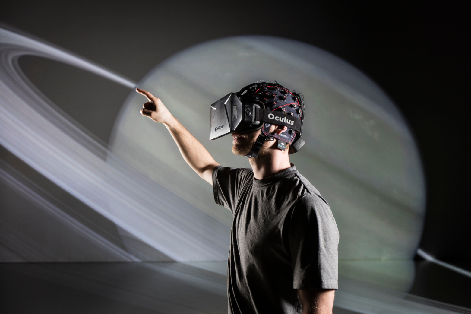 g.Nautilus wireless EEG with Oculus Rift VR