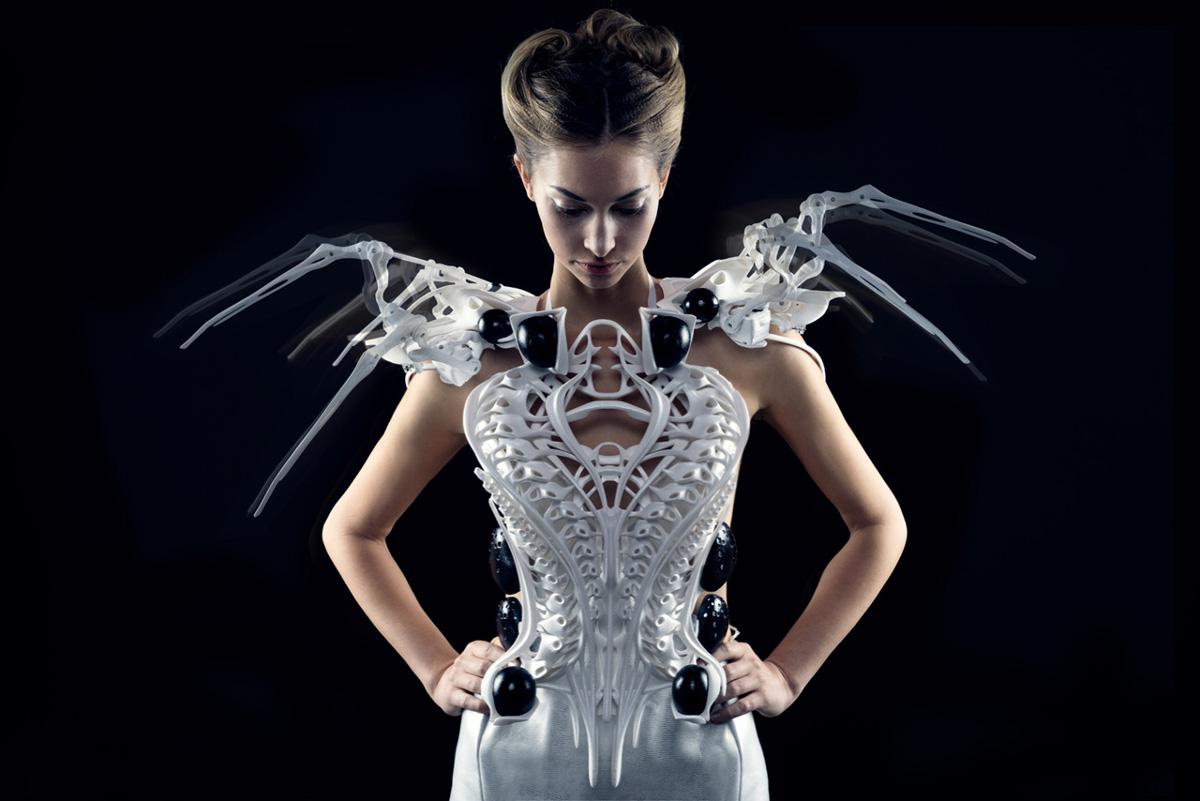 spider dress by anouk wipprecht